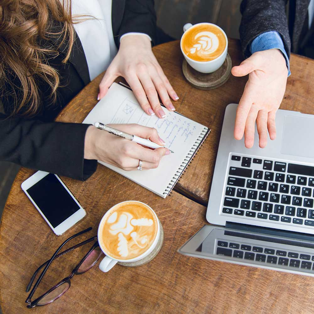 Personalplan mit Kaffee